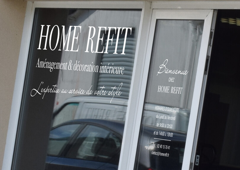 Signalétique du Show Room de HOME REFIT à La Baule Image